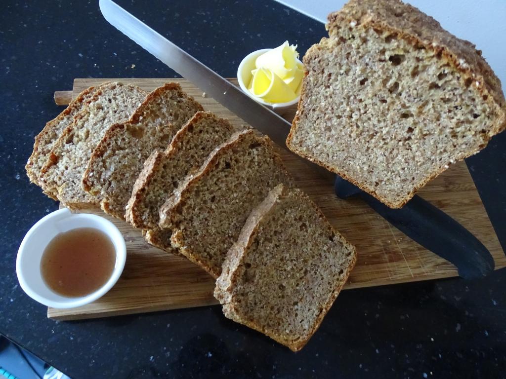 Soda Bread, slices, chopping board, knife