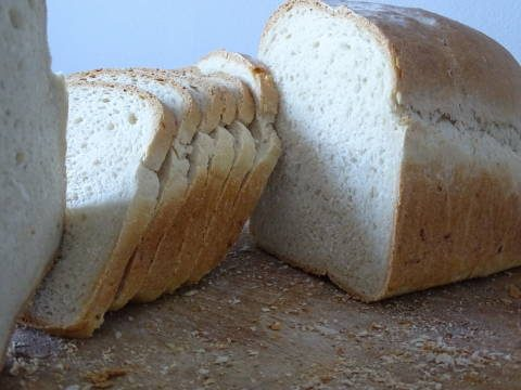 white bread, slices, chopping board