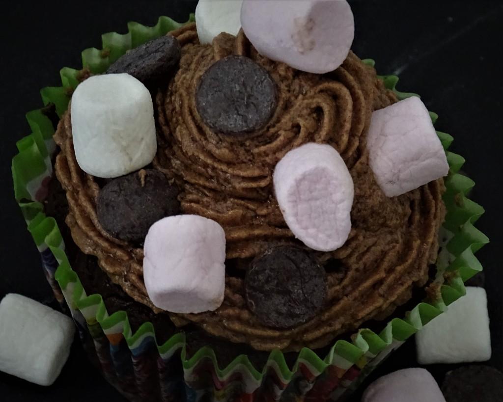 cupcake, chocolate drops, mini marshmallows