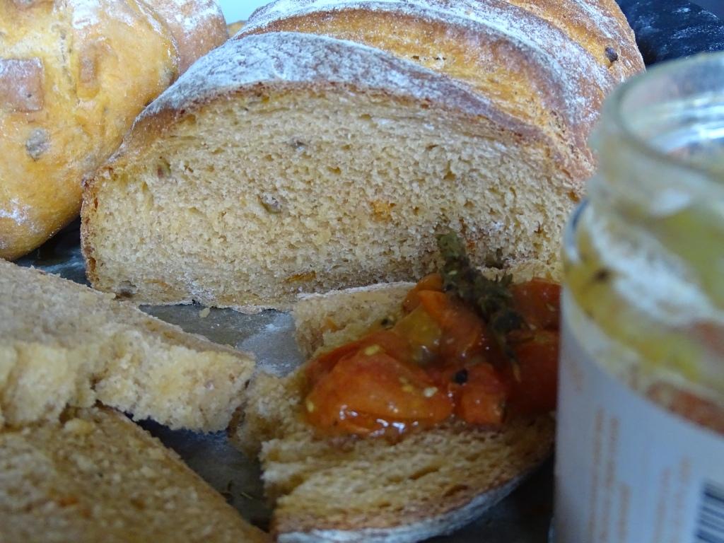 Roasted Tomato, Olive & Fennel Seed loaf,slices