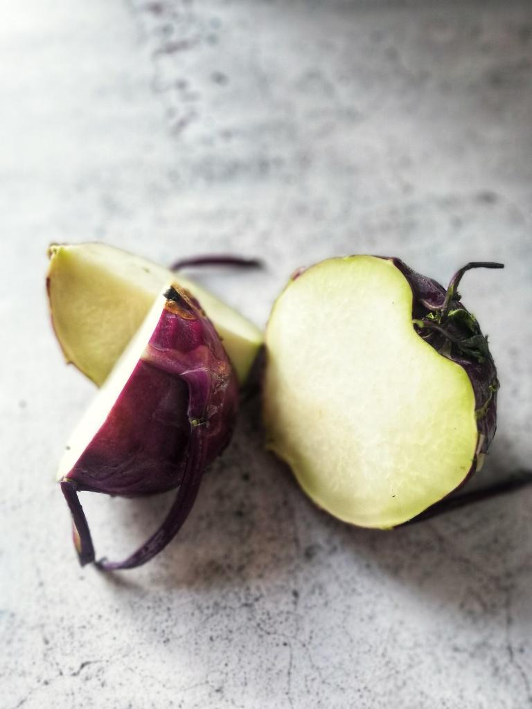 Image of cut purple kolhrabi